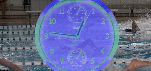 Uhr_Neon_vor_Schwimmern