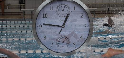 Uhr_vor_Schwimmern